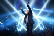 Q&#038;A: Simple Minds&#8217; Jim Kerr On Working With CHVRCHES, Running To Ryan Adams, And <em>Big Music</em>