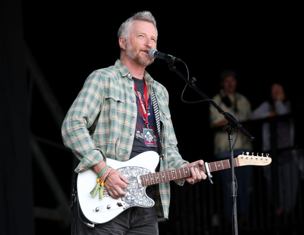 Billy Bragg Says Taylor Swift Is A Liar Wh
