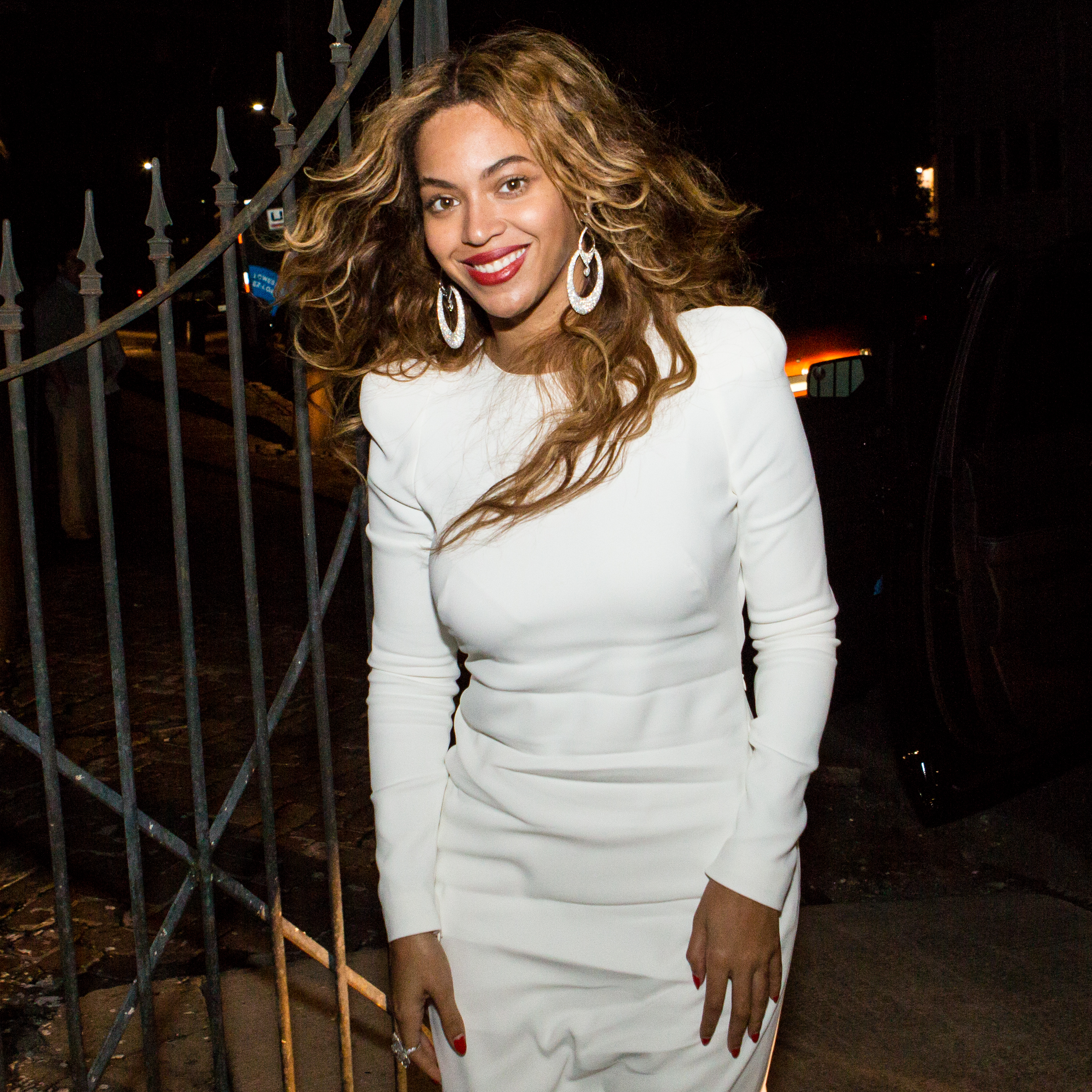 "Preview Beyoncé's ""7/11″ & ""Ring Off"""