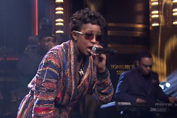 Watch Dej Loaf Play &#8220;Try Me&#8221; With The Roots On <em>The Tonight Show</em>