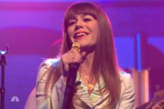 Watch Jenny Lewis&#8217; Smooth, Self-Assured <em>Seth Meyers</em> Performance