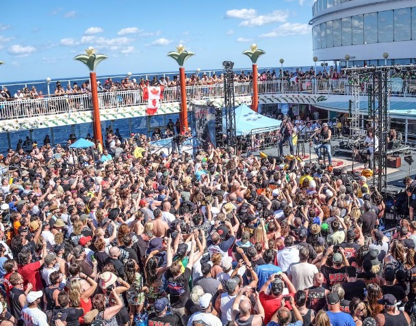 KISS acoustic performance on KISS Kruise IV (Photo: Will Byington)