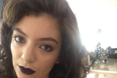 "Watch Lorde Sing ""Yellow Flicker Beat"" On Alan Carr: Chatty Man"