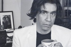 "Fred Armisen's Latest SNL 7"" Features Joshua Rainhorn, Paulinho e Beatriz"