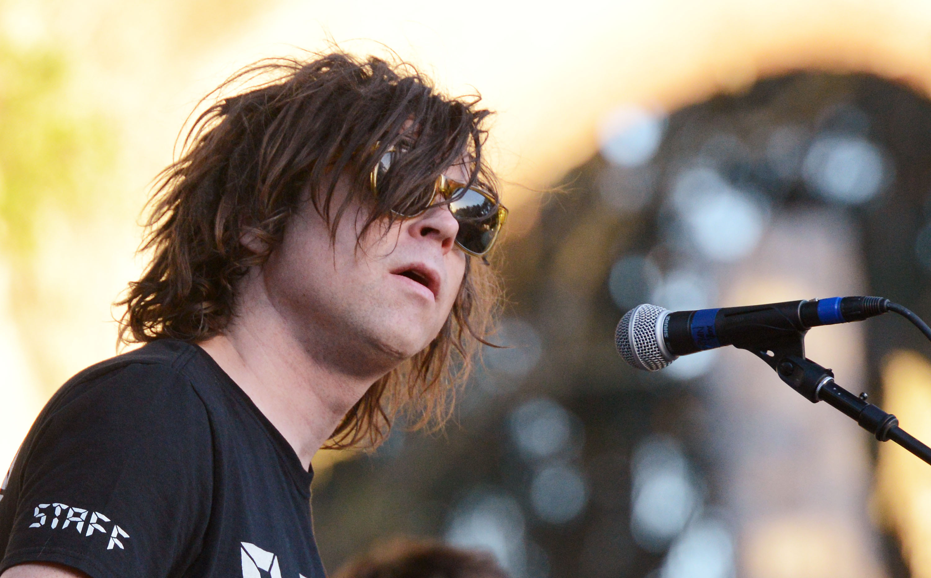 "Watch Ryan Adams Cover Jenny Lewis' ""She's Not Me"" In Pomona"