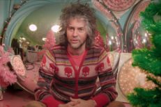 Watch Wayne Coyne Discuss The Origin Of Christmas On Mars In A Clip From XMas Doc Jingle Bell Rocks!