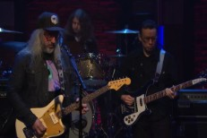 Watch J Mascis Cover Mazzy Star&#8217;s &#8220;Fade Into You&#8221; On <em>Late Night</em>