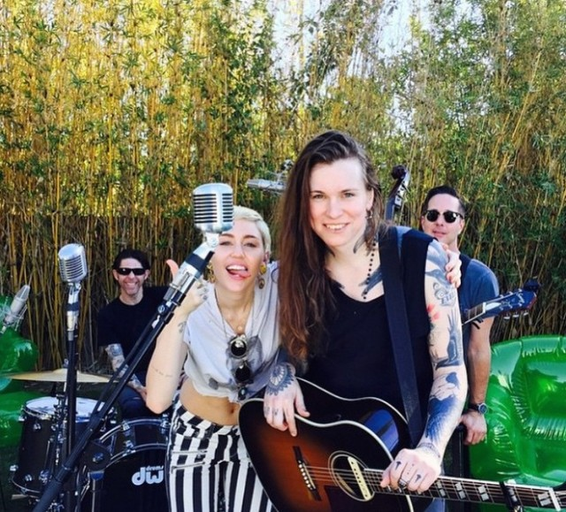 Miley Cyrus and Laura Jane Grace