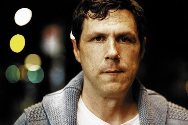 Watch Damien Jurado Lecture A Chatty Concertgoer In Kalamzaoo