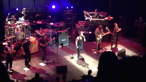 """Watch D'Angelo Perform Extended Version Of """"Untitled (How Does It Feel)"""" At The Apollo"""