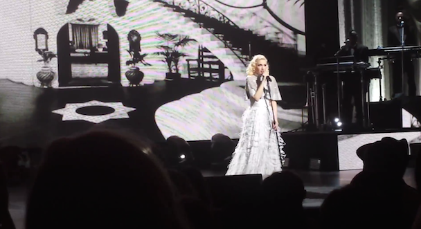 """Watch Gwen Stefani Debut """"Start A War"""" At Her First Solo Show In Six Years"""