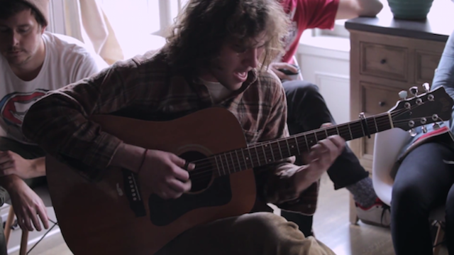 """Watch Ryley Walker Play A Captivating """"Primrose Green"""" In A Brooklyn Apartment"""