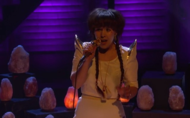 Watch Purity Ring And Their Glowing Crystals Play Conan