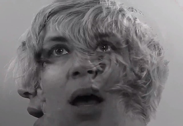 tUnE-yArDs - Wait For A Minute video