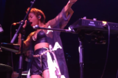 Watch AlunaGeorge Play New Song