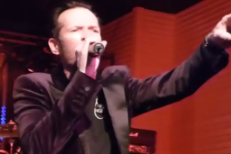 "Scott Weiland Gives Tragic Performance Of Stone Temple Pilots' ""Vasoline"" In Texas"