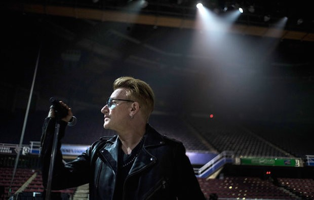 Bono Grappling With Hand Injuries, Working With Lamb's Andy Barlow, Dying Hair Blonde