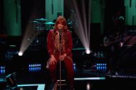 Watch Florence + The Machine Perform With A Broken Foot On <em>Jools Holland</em>