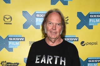 Watch Neil Young Debut Monsanto Concept Album At Secret Club Gig With New Band