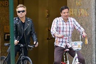 Bono Recreated His Bike Accident With Jimmy Fallon For <em>Tonight Show</em> Sketch
