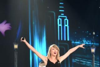 Taylor Swift Performs All Of <em>1989</em> In Tokyo Tour Opener
