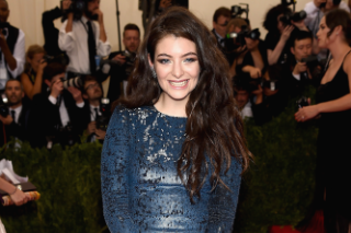 Lorde Blogs About Robyn In Latest Studio Update