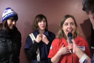 Watch Nardwuar Re-Interview Sleater-Kinney In The Same Outfits 16 Years Later