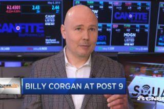 """Billy Corgan Calls Out """"Feckless Idiots"""" Of The Music Business On CNBC"""