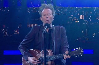 Watch Tom Waits Debut &#8220;Take One Last Look&#8221; In His Final <em>Letterman</em> Appearance
