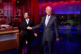 """Watch Eddie Vedder Sing """"Better Man"""" For Letterman's Third-To-Last Show"""