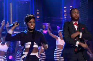Watch Janelle Monáe &#038; Jidenna Do &#8220;Yoga&#8221; With The Roots On <em>Fallon</em>