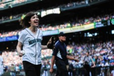 Watch Sleater-Kinney's Carrie Brownstein Throw A Perfect First Pitch For The Mariners