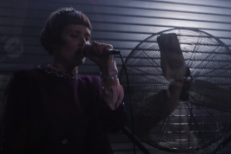 """Oh Land - """"Earth Sick"""" Live Video (Stereogum Premiere)"""