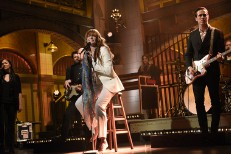 Watch Florence + The Machine Return To <em>SNL</em> With A Stool