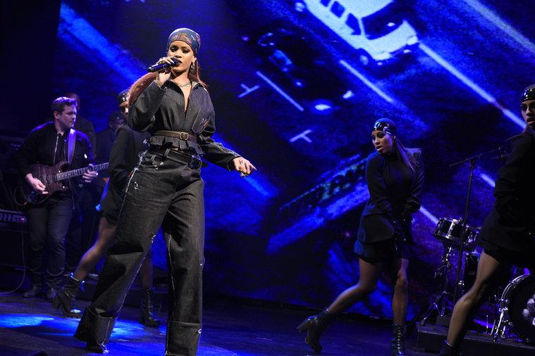 Watch Rihanna's Moving Saturday Night Live Performance