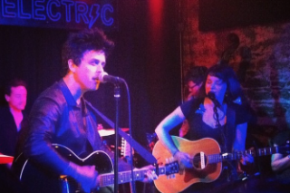 Watch Billie Joe Armstrong & Norah Jones Perform A Surprise Covers Set In NYC