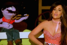 """Kacey Musgraves – """"Biscuits"""" Video"""