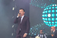 "Watch Rick Astley Cover ""Uptown Funk"" At London '80s Festival"