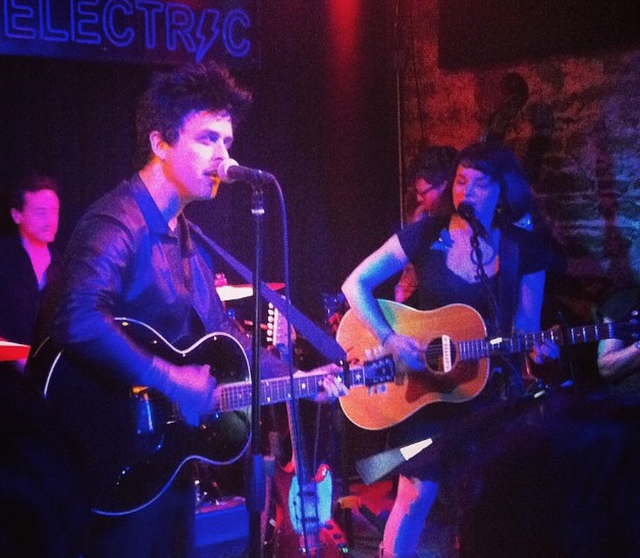 Watch Billie Joe Armstrong & Norah Jones Perform At A Surprise Covers Set In NYC