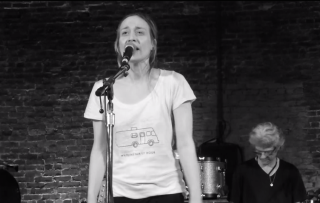 Watch Fiona Apple Perform With The Watkins Family Hour In Newport