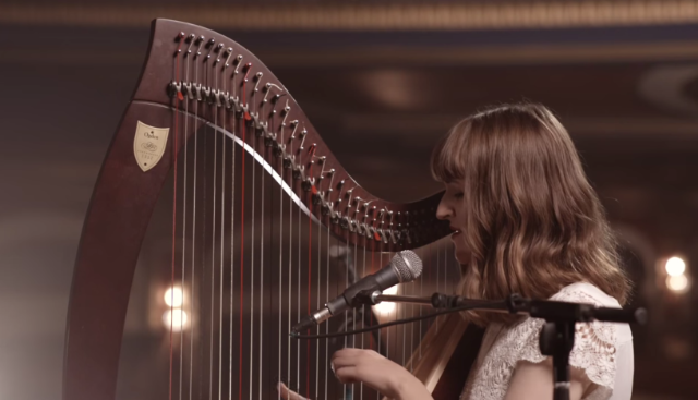 Watch Emilie Ogden Cover Taylor Swifts Style On Harp Stereogum