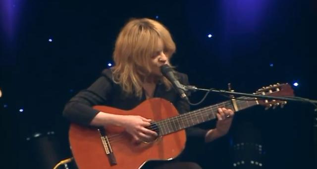 Watch Jessica Pratt Perform On A Chicago Morning Show
