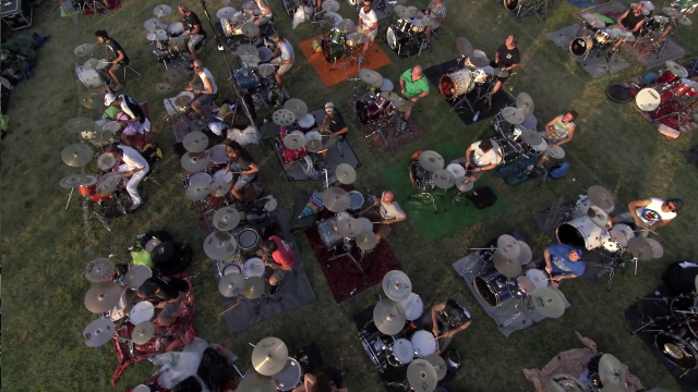 Here's That 1,000-Person Italian Foo Fighters Cover Band In Action
