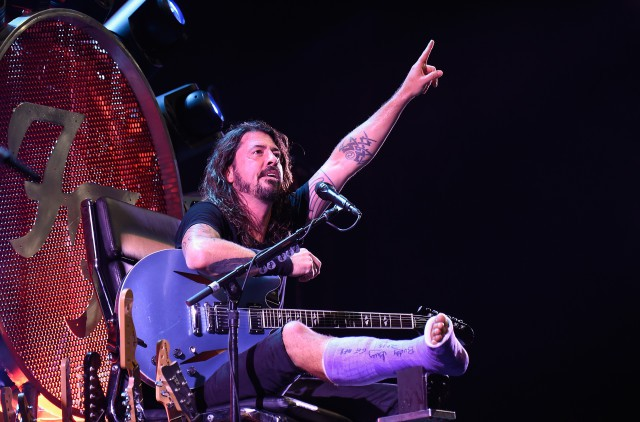 "Watch Foo Fighters Cover The White Stripes' ""Seven Nation Army"" With Dave Grohl's Foot Surgeon"