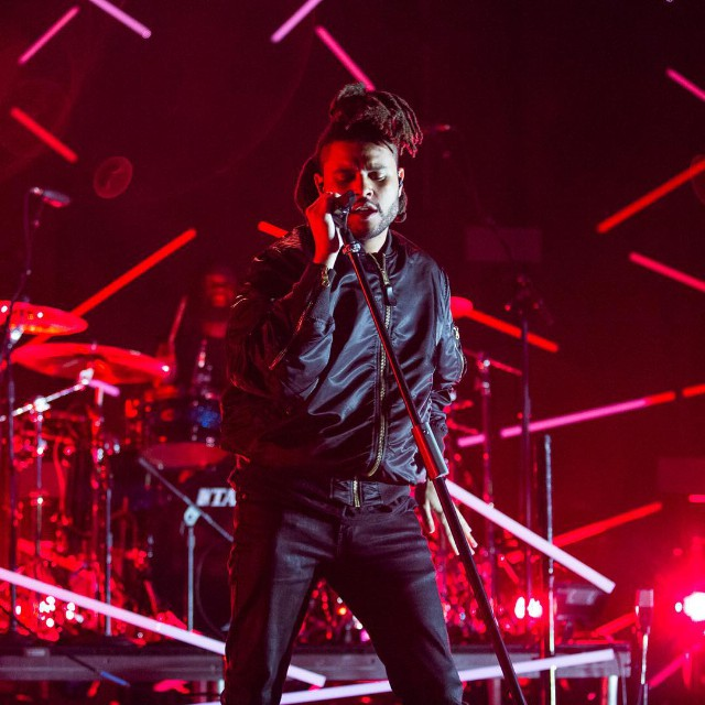 "Watch The Weeknd Sing Beauty Behind The Madness Songs, Cover ""Drunk In Love"" At Billboard Hot 100 Fest"