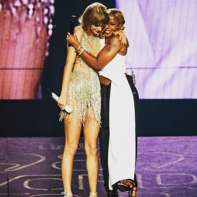 Taylor Swift Welcomes To The Stage Mary J. Blige, Chris Rock, Crazy Eyes, Joey From Friends In LA