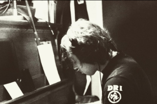 "Ryan Adams Made A Rootsy Cover Of Taylor Swift's ""Shake It Off"" On Its One-Year Anniversary"