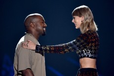 Taylor Swift presents Kanye West with the 2015 Video Vanguard VMA