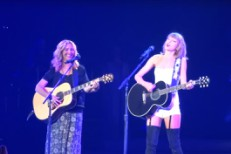 Taylor Swift and Lisa Kudrow