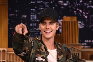 Watch Justin Bieber Perform &#8220;What Do You Mean&#8221; With The Roots, Take On ?uestlove In A <em>Tonight Show</em> Drum-Off